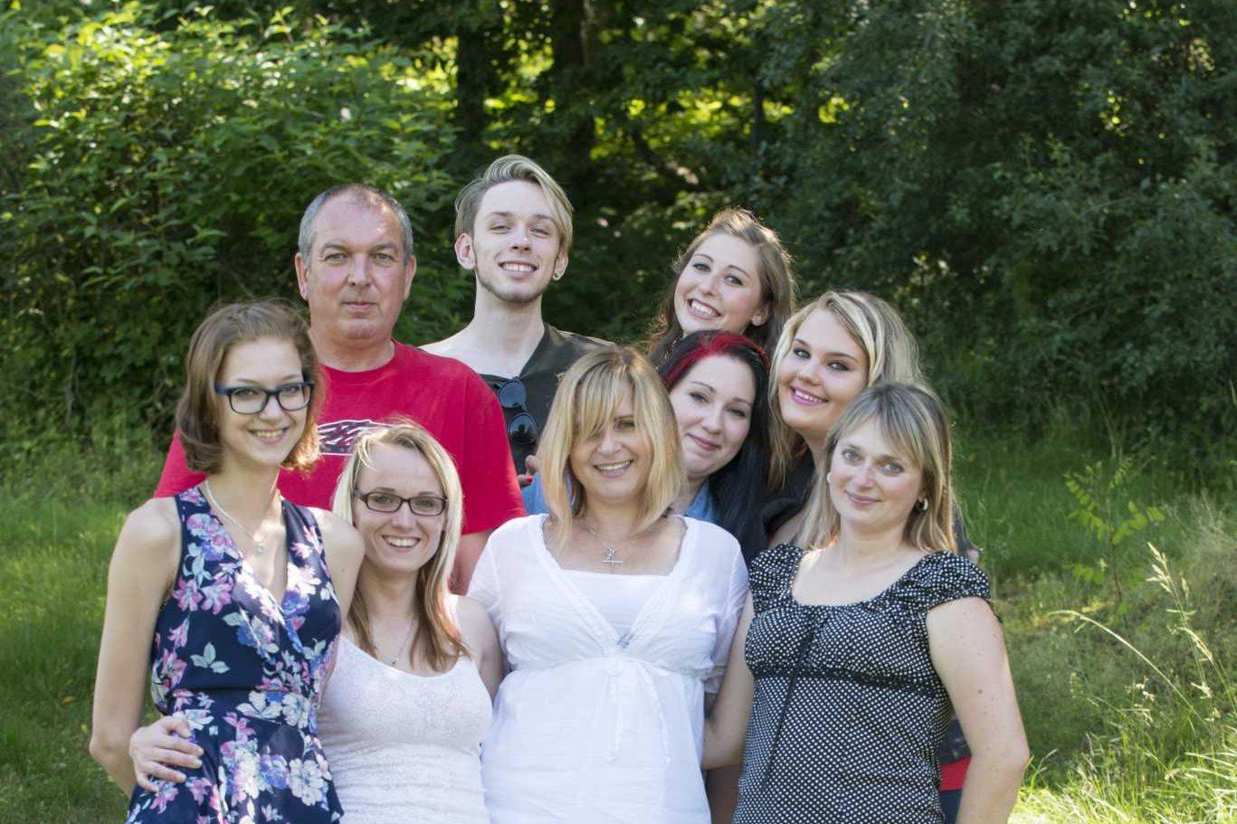 Skupinová fotografie z rodinné oslavy